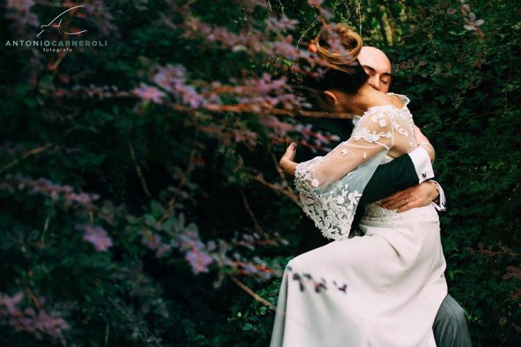 sposi abbraccio-iaognisondesiderievents-tania pracchia